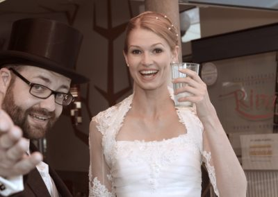 Lustige Hochzeitsfotografie in Husum Hochzeitspaar Fotograf Christof Plautz / Pinneberg