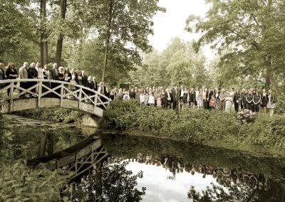 Hochzeitsgesellschaft im Klostergarten Uetersen © Christof Plautz