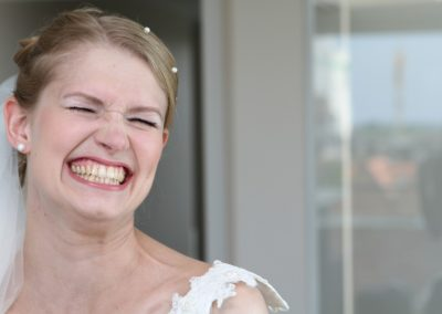 Lachende Braut / Fotografie aus Nordfriesland Hochzeitsfotograf Christof Plautz