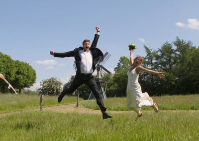 Witzige Hochzeitsfotografie in Kiel / Molfsee © Christof Plautz