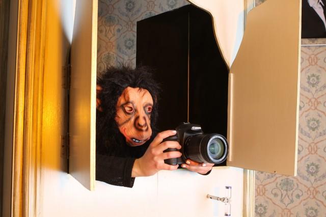 """Photobooth """"Fotograf Charly"""" beim Auslösen."""